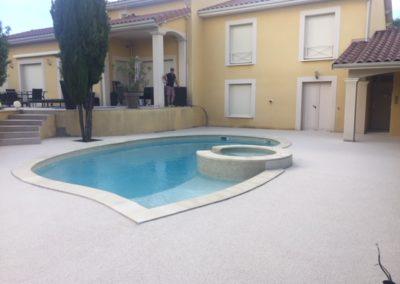 Résines de sols extérieures, cour & plage piscine