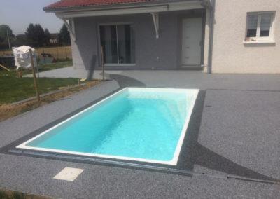 piscine sol résine